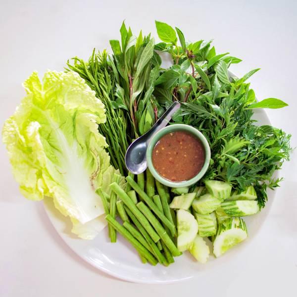 Cây đinh lăng trị bệnh gì? Lá cây đinh lăng dùng để chế biến món ăn