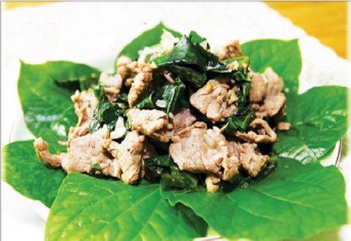 Thịt bò xào lá lốt rất tốt cho người bị đau nhức xương khớp do phong hàn.