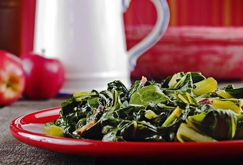 Rau cải chứa nhiều vitamin K, C, B12 và beta-carotene, có công dụng phòng chống ung thư